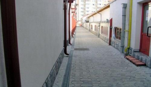 Complex comercial Piata Decebal Brasov - rigole pietonale