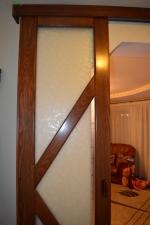Usi glisante de interior cu profil din lemn