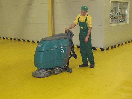 Curățenie spații industriale