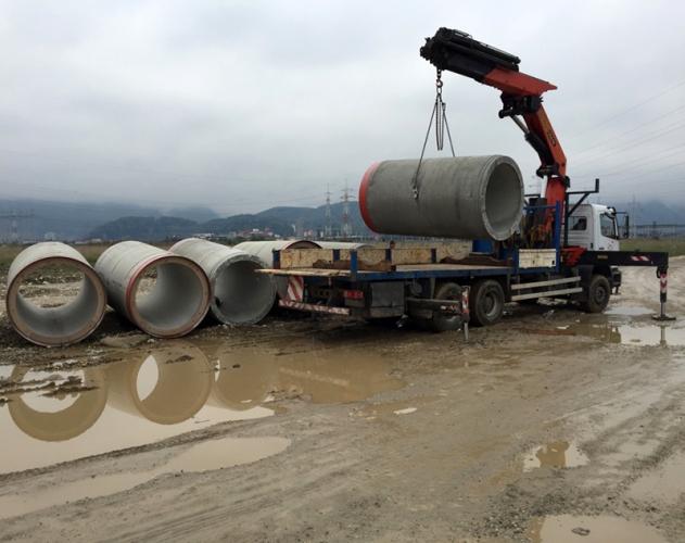 Manipulare tuburi beton