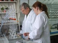 Personal specializat pentru analize chimice
