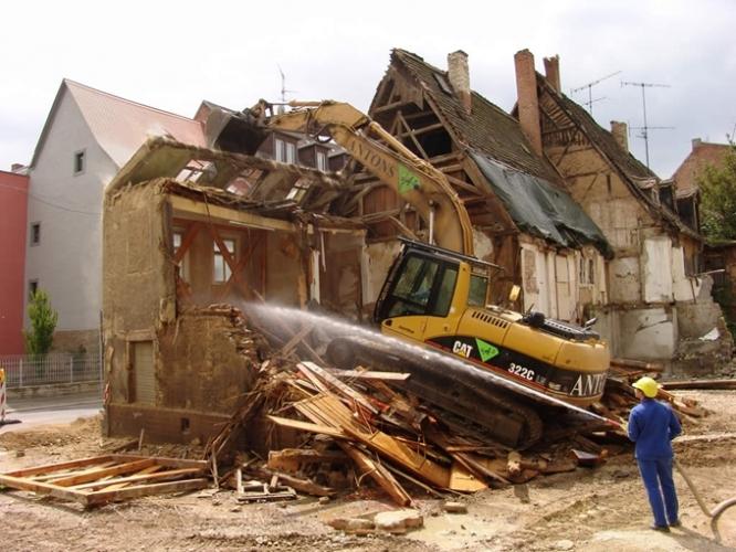 Demolare clădire